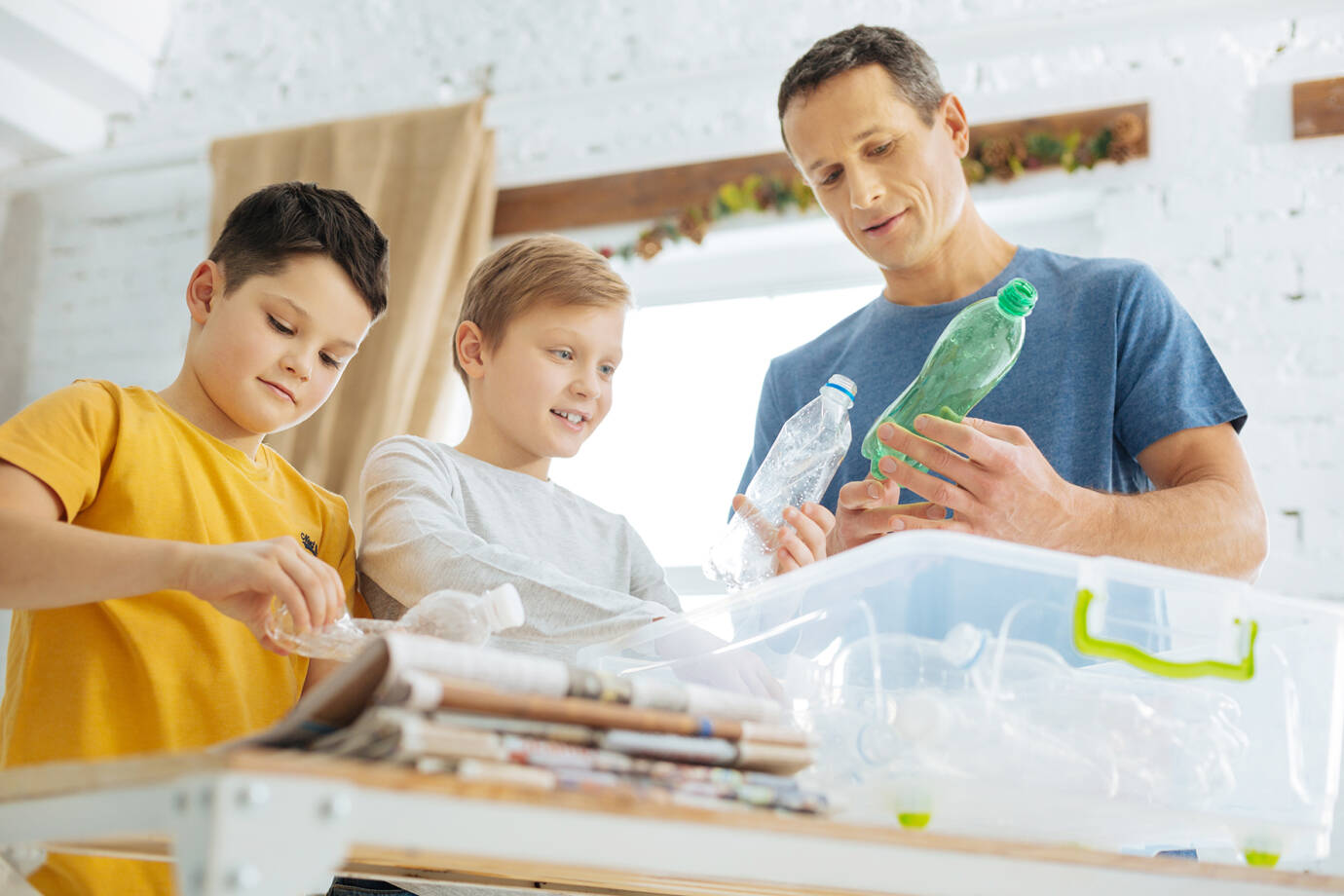 Kinderen leren recycleren.