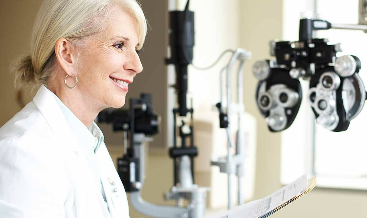 mature-opthamologist_gettyimages-89987841_1280x760_1.jpg