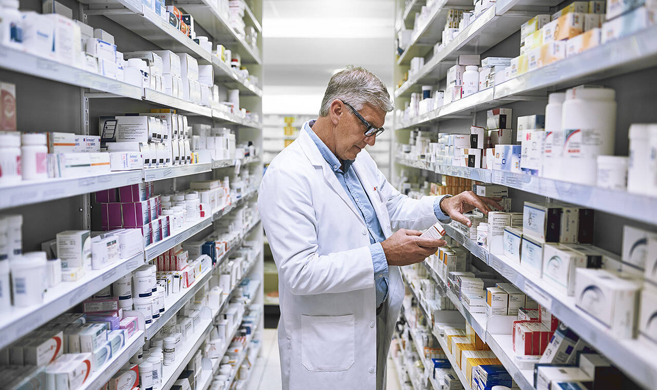 mature-pharmacist_gettyimages-883064974_1280x760.jpg