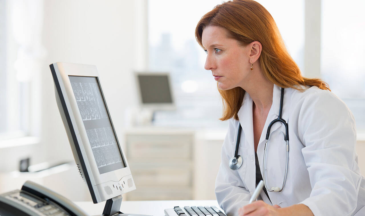 female-doctor-at-computer_gettyimages-105783575_1280x760.jpg