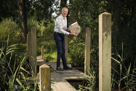 Foto van Bas van der Wal die ook functioneert als link naar de titel en link naar het artikel.